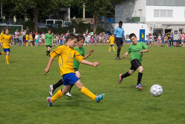"""Kicken wie die Großen: """"Wochenblatt"""" und """"Stadtanzeiger"""" präsentieren die AOK Mini WM."""