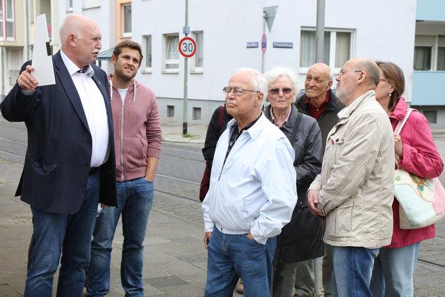 Bei den Führungen mit den Ortsvorstehern, hier Günther Henkel aus Friesenheim, kann man viel Interessantes erfahren.