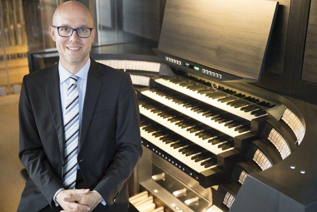 Markus Eichenlaub an der Orgel im Dom zu Speyer.