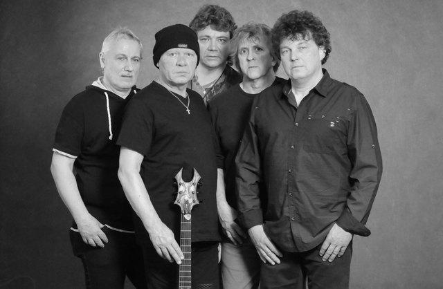 """Heinz Joas, Bernd Hess, Roland Lehner, Gunnar Henges und Jakel Bossert (von links) feiern mit """"Limerick"""" am 21. April ihren 40. Geburtstag. Foto: ps/Kiss"""