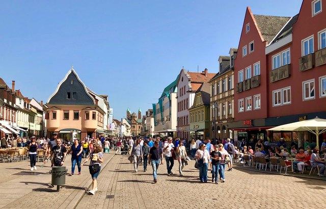 Schlendern, schauen, shoppen: In Speyer das pure Vergnügen, lässt sich doch der Einkaufsbummel aufs Angenehmste mit anderen erfreulichen Tätigkeiten verbinden.