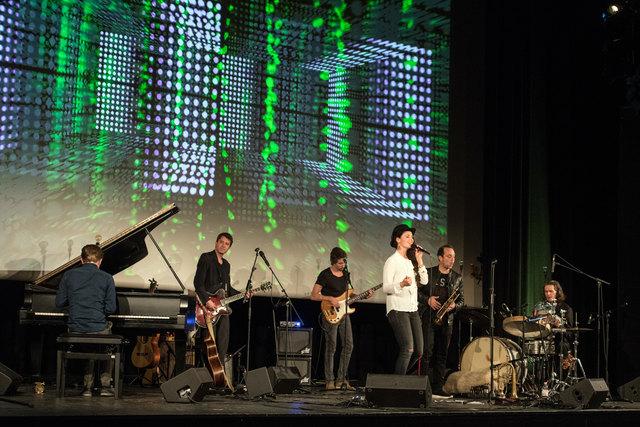 Visuelle Effekte sorgten beim CD-Release-Konzert von Stephanie Neigel im Mannheimer Capitol für einen zusätzlichen optischen Kick.