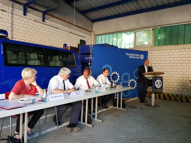 Doris Barnett, Albrecht Broemme, Randolf Stich, Martin Haller und Dieter Feid (v.l.n.r.) stellten sich den Fragen der Hilfsorganisationen.