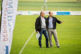 Letzte Absprachen zwischen Wochenblatt-Chefredakteur Ulrich Arndt und dem Cheforganisator vom Wochenblatt Tobias Ehrenberg vor dem Turnierstart in Stetten.