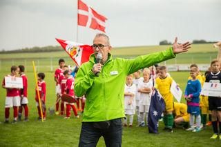 AOK-Vertreter Marc Becker wünschte Spielern wie Gästen in Stetten viel Spaß und Erfolg.