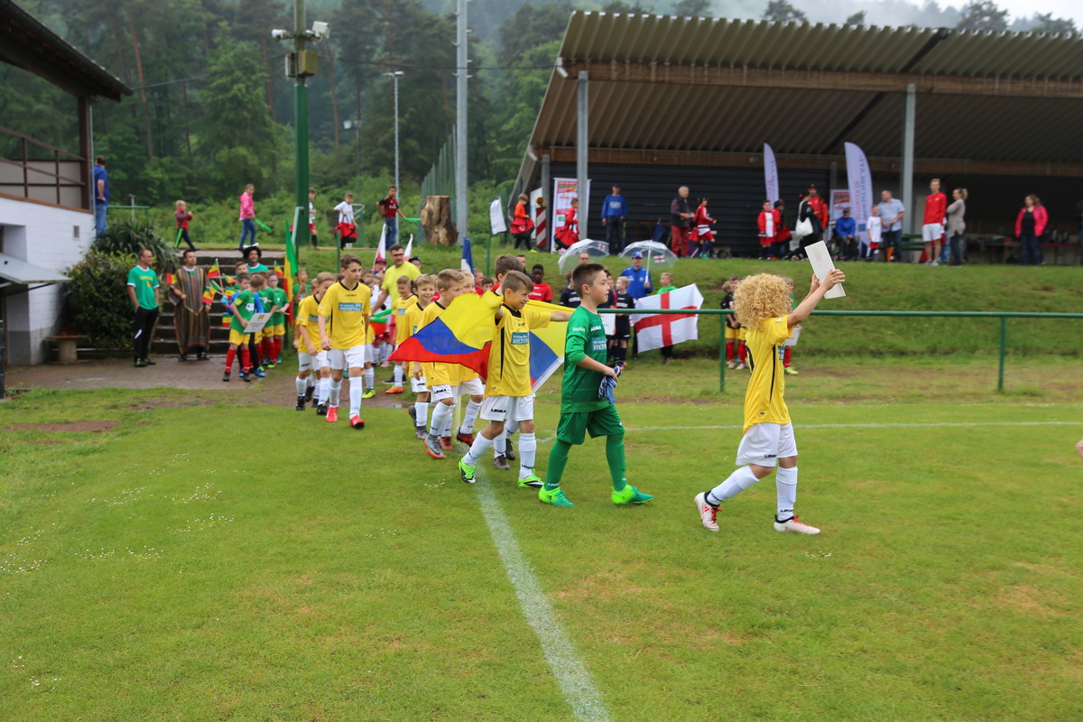 Die Mannschaft von Kolumbien läuft ein, dargestellt durch den 1. FC Rheinpfalz