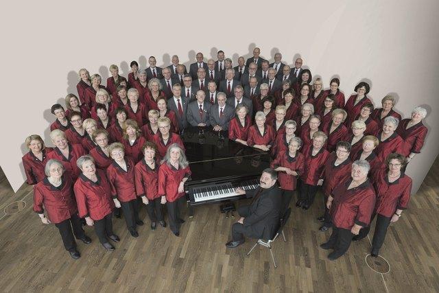Foto des Gemischten Chors unter Leitung von Chordirektor Wolfgang Sieber.