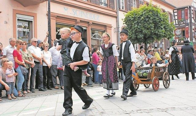 Umzugsteilnehmer aus dem ganzen Elsass sind dabei. Auch die Jugend macht mit.