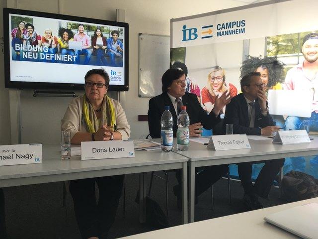 Doris Lauer, Projektleiterin des IB Campus Mannheim, Thiemo Fojkar, Vorstandsvorsitzender des IB und Wolfgang Dittmann (von links), Geschäftsführer der IB GIS und der Hochschule der Wirtschaft für Management, bei der Vorstellung des Leuchtturmprojekts.