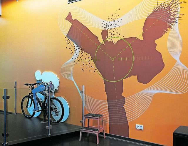 Das Dynamikum in Pirmasens ist erwachsen geworden, wie am Wanddekor erkennbar ist. Foto: Kling