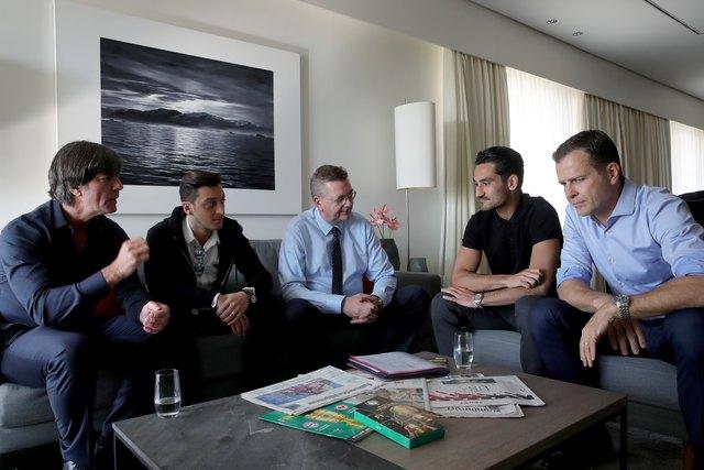 Treffen der DFB-Vertreter mit den beiden Fußballern in Berlin