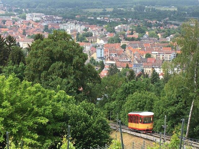 Eine bessere Anbindung der Turmbergbahn kommt