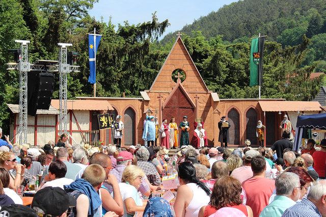 Einige tausend Besucherinnen und Besuch verfolgten bei bestem Wetter die alle fünf Jahre stattfindenden Geißbockspiel mit über 130 Laiendarsteller.