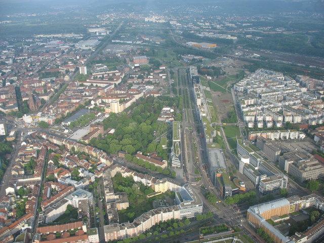 Rechts die neu entstehende Südoststadt - links unten ein Teil des betroffenen Gebiets in der Innenstadt
