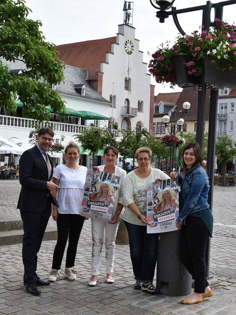 Attraktive Innenstadt Zieht Viele Besucher An Sommer In Der City