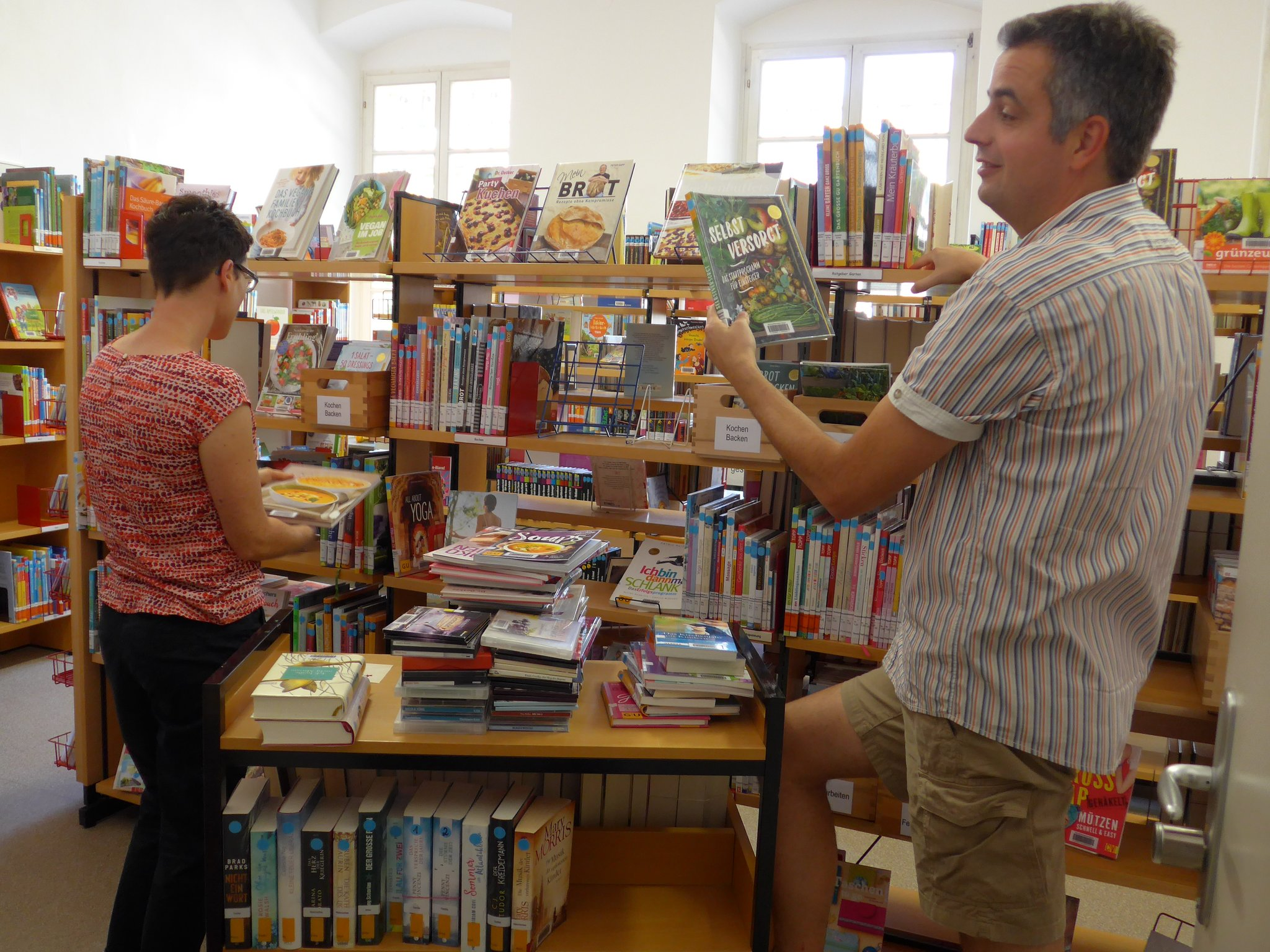Bücherei-Regale sind neu gefüllt:: Angebot der KÖB Leimersheim auch ...