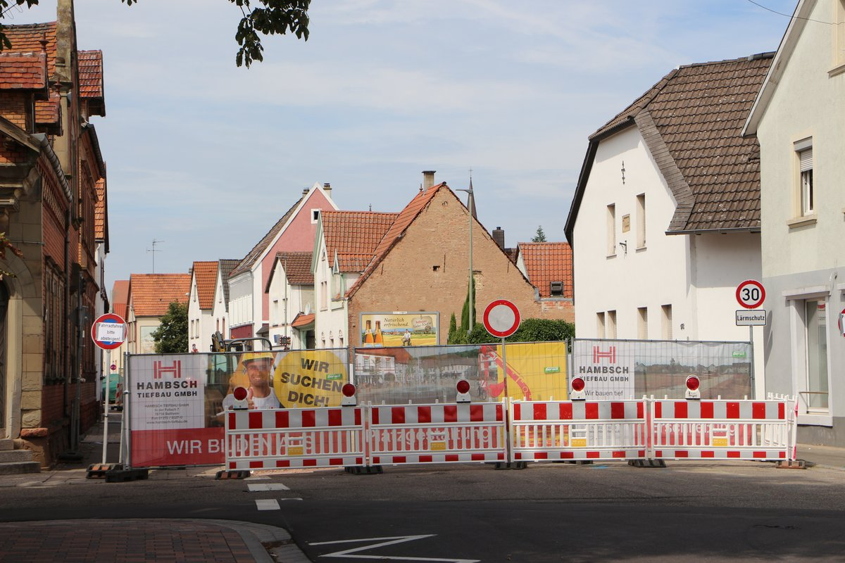 Gesperrt und umgeleitet:  Der Verkehr in Bellheim wird innerörtlich umgeleitet.