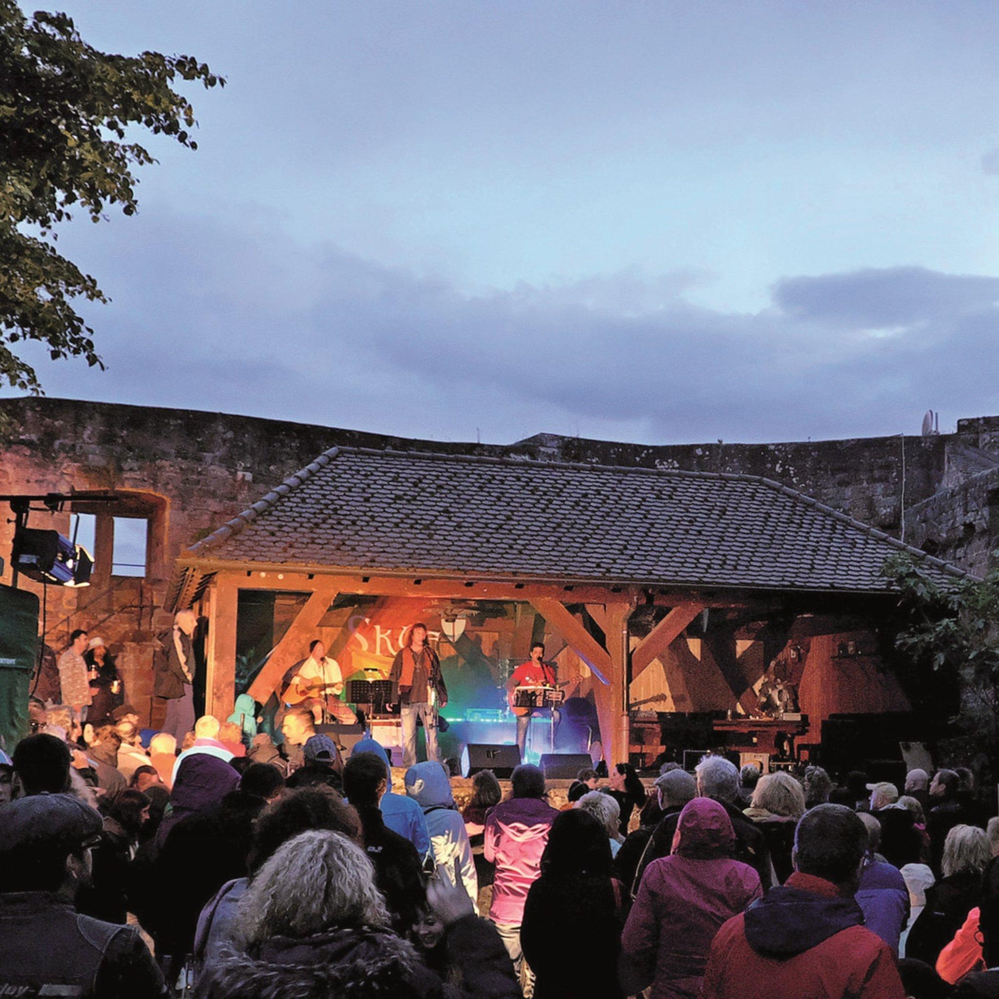 """Skye spielt spezielle Version von Scottish Folk: """"Südpfalz-Schotten ..."""