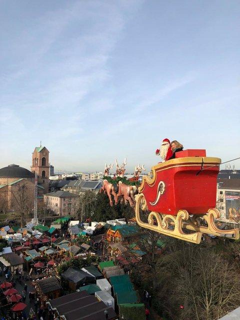 Karlsruhe Weihnachtsmarkt.Susanne Pätzold Hoch über Dem Köpfen Der Karlsruher Switch