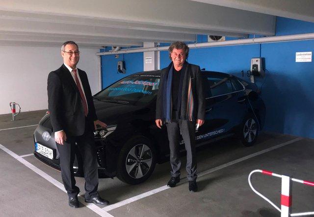 Vier Ladesaulen Fur Elektroautos Beim Kurpark Hotel Bad Durkheim Innovativ Und Zukunftsorientiert Bad Durkheim