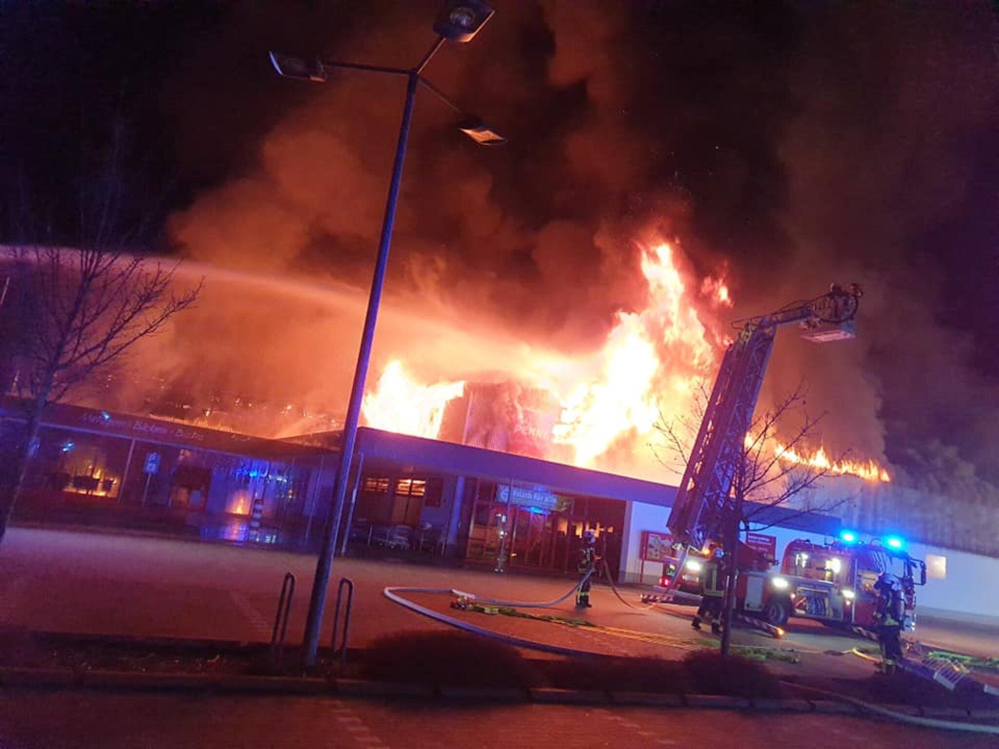 Mehr-als-150-Feuerwehrkr-fte-im-Einsatz
